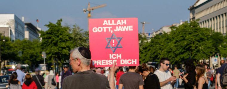 tagesdosis-2122019-8211-alte-geister-neue-geister-antisemitismus-islamophobie-integration-kenfm.de