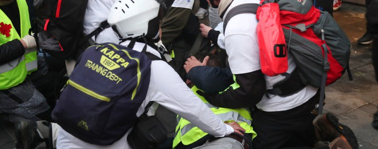 dramatic-video-shows-man-being-shot-in-face-during-yellow-vest-rallies-in-paris