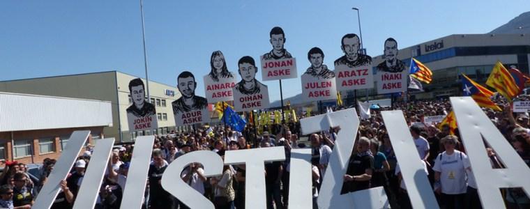 solidaritat-von-mehr-als-50000-menschen-lasst-baskisches-altsasua-kollabieren