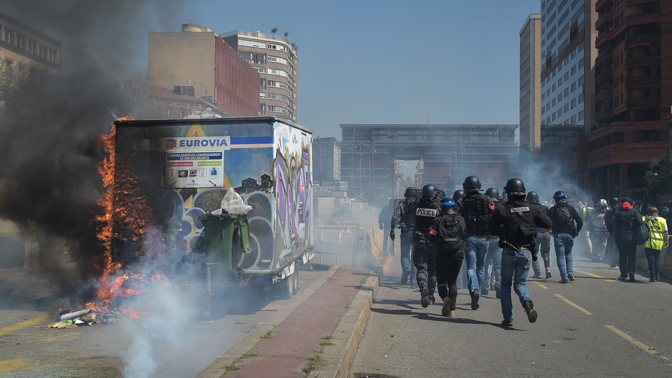 yellow-vest-act-22-clashes-in-toulouse-vikings-in-paris