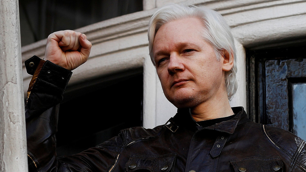 journalists-willing-participants-in-ecuadors-attempt-at-assange-character-assassination