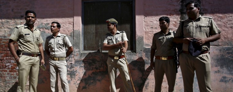 police-in-india-'urinated-in-journalist's-mouth'-&-beat-him-(video)