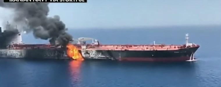 de-valse-vlag-in-de-vorm-van-'n-'olietanker-aanval'.