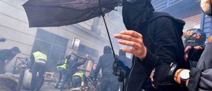 paris:-gelbwesten-protestieren-das-33.-mal-in-folge