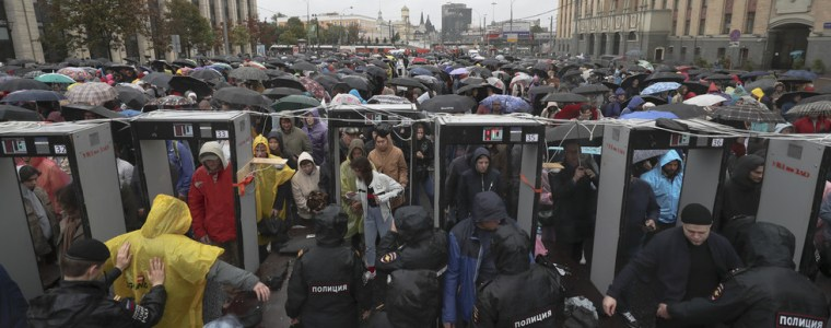 thousands-rally-in-moscow-in-support-of-candidates-barred-from-city-council-election