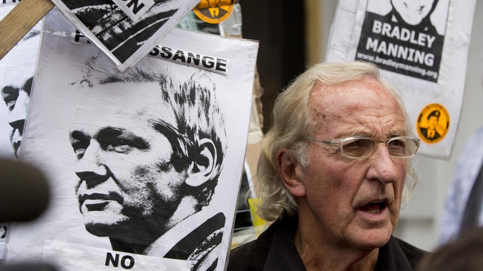 'his-psychological-torture-is-unabated':-john-pilger-reveals-assange-prison-conditions