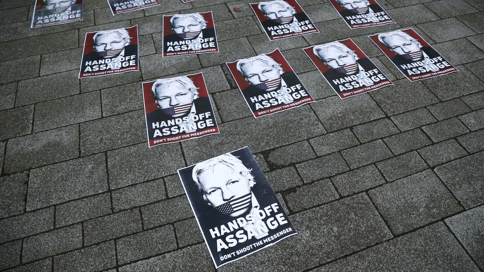 court-orders-julian-assange-to-stay-in-prison-while-awaiting-us-extradition