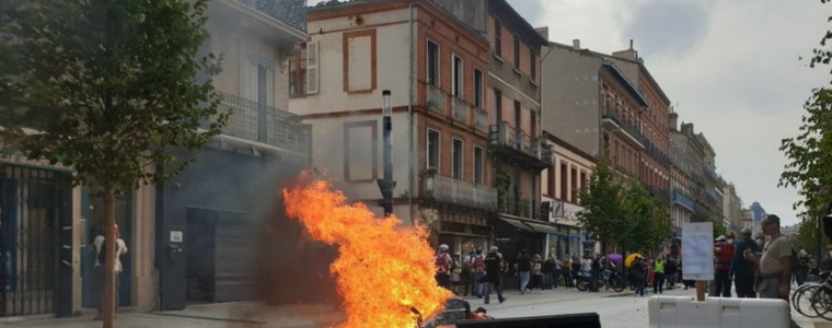 police-tear-gas-yellow-vest-protesters-in-toulouse-during-48th-week-of-mass-demonstrations-(videos)
