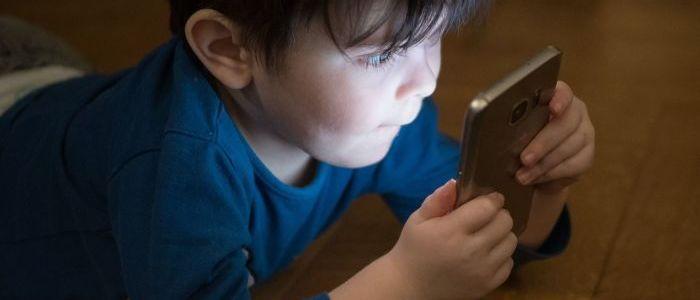 kinderarzte-schlagen-alarm:-so-katastrophal-sind-smartphones-wirklich