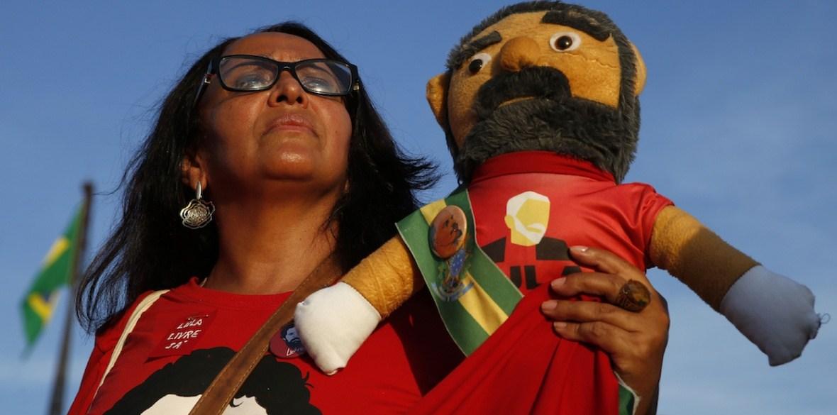 de-advocaten-van-de-voormalige-braziliaanse-president-lula-eisen-zijn-vrijlating-na-de-uitspraak-van-het-hooggerechtshof-–-indignatie