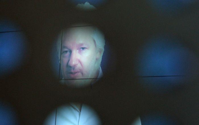 "sigmar-gabriel:-""julian-assange-ist-gefoltert-worden"""