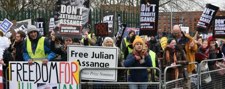 schauprozess-gegen-julian-assange-beginnt