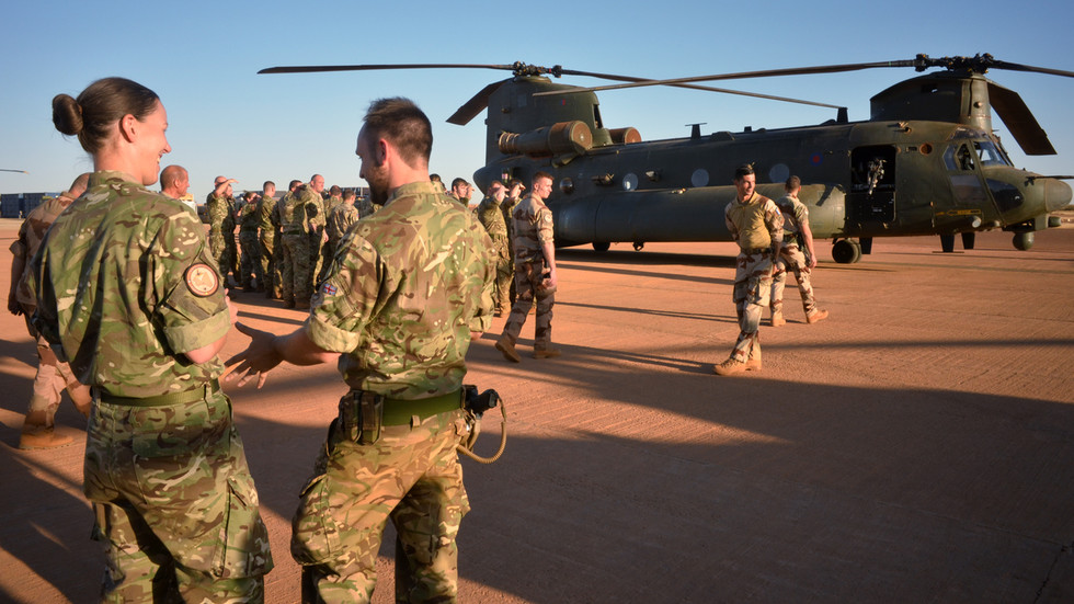 british-mod-refuses-to-reveal-number-of-soldiers-infected-with-covid-19,-despite-moving-troops-around-the-world