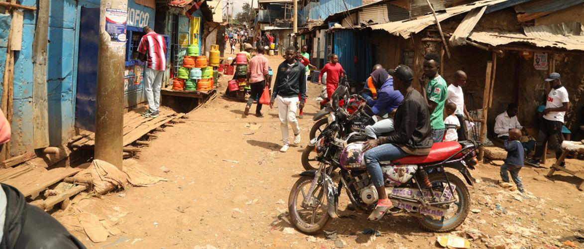 de-wereldbank-wil-ongeplugd-water-voor-sloppenwijkbewoners-in-het-midden-van-de-pandemie-|-door-norbert-haring-|-kenfm.de