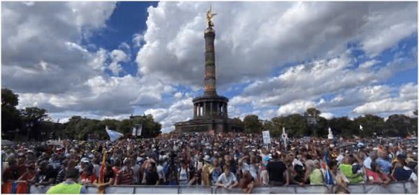 massale-demo's-voor-vrijheid-in-berlijn-en-londen-met-kennedy-en-icke-–-de-lange-mars-plus