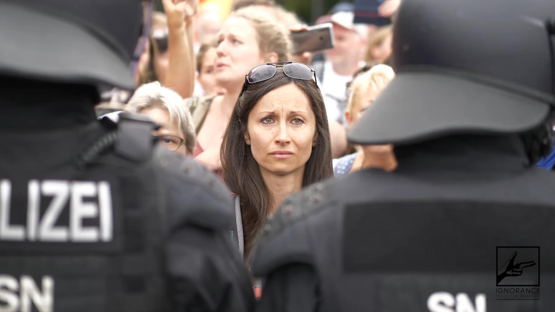 emotionale-bilder-von-der-demo-auflosung-am-30082020-in-berlin-am-grosen-stern-/-siegessaule-|-kenfm.de