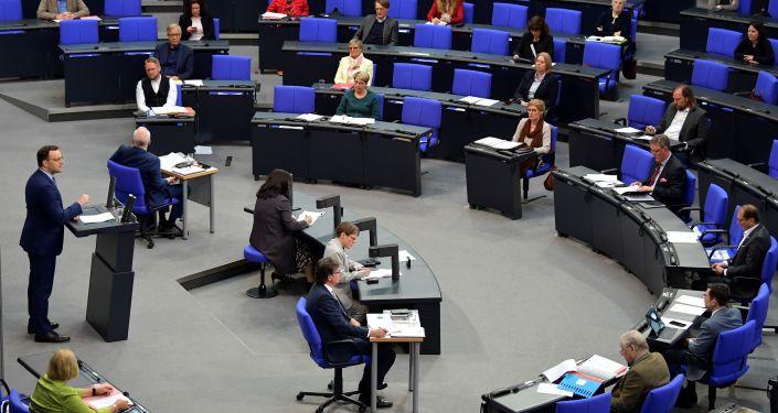 corona-im-achten-monat:-parlament-will-diskutieren-und-sonderrechte-spahns-kontrollieren