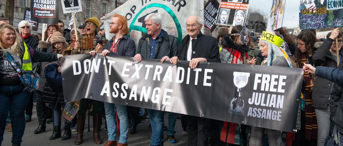 de-assange-zaak:-onze-stilte,-onze-medeplichtigheid- -door-milosz-matuschek- -kenfm.de