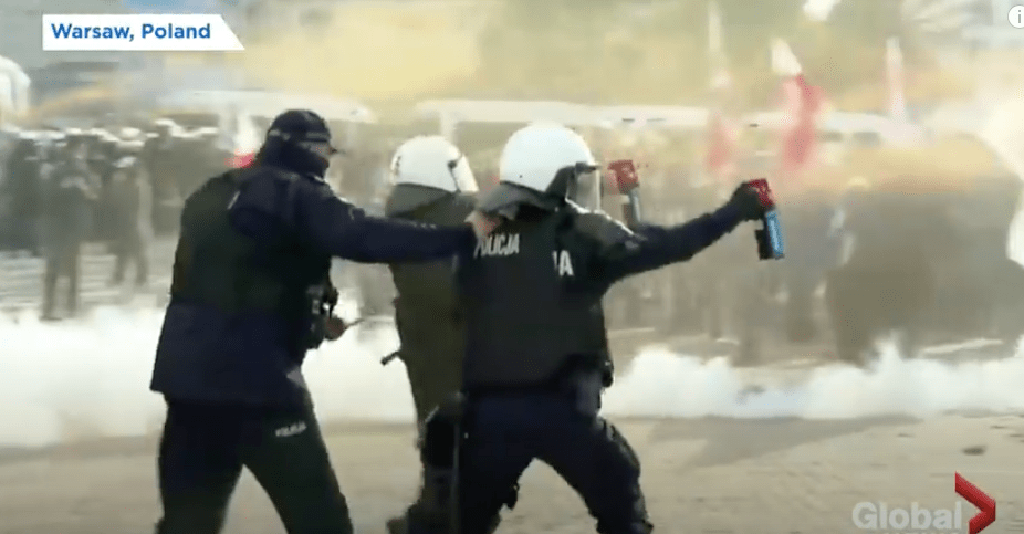 video:-coronavirus:-polish-police-use-tear-gas-as-thousands-protest-against-covid-19-restrictions-–-global-research