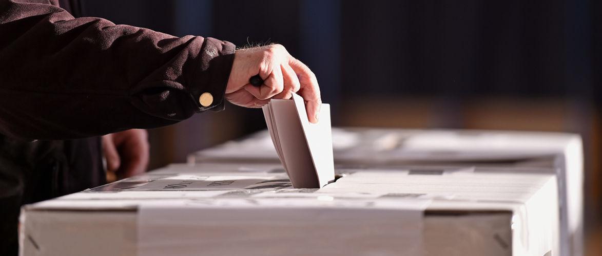 demokratie,-die-es-nie-gab…-schon-gar-nicht-mit-covid-|-von-peter-konig-|-kenfm.de