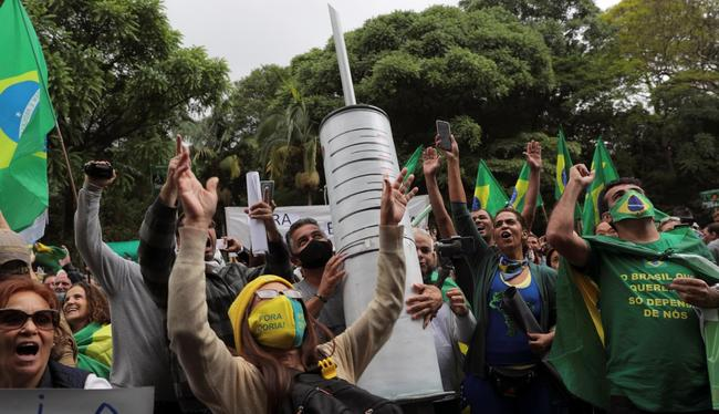 """we're-not-guinea-pigs!""-–-brazilians-protest-sao-paulo-governor's-mandatory-vaccination-push"
