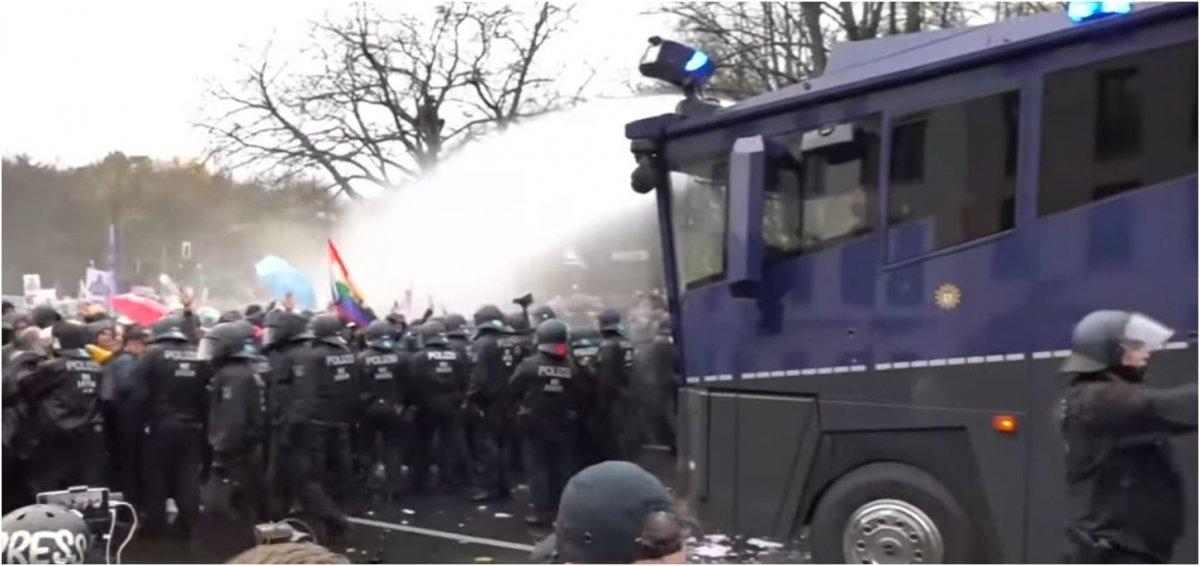 corona-proteste:-zwei-stunden-lang-wasserwerfer-einsatz