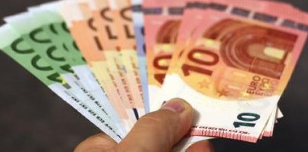 spanien:-regierung-wird-die-barzahlung-von-mehr-als-1000-euro-fur-gewerbetreibende-verbieten-–-uncut-news.ch