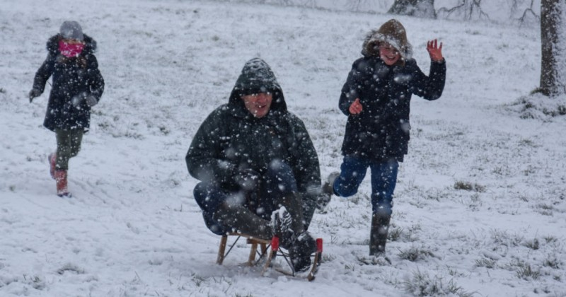 uk-covid-cops-threaten-200-fines-for-people-having-snowball-fights
