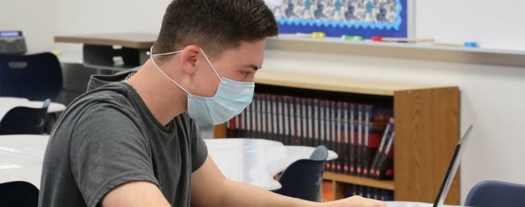 rechter-erkent-schadelijkheid-en-onbewezen-werking-mondkapjes,-maar-handhaaft-mondkapjesplicht-op-scholen