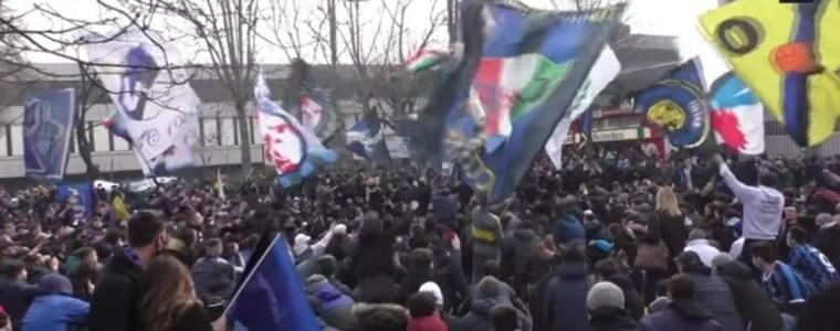 zo-werkt-verzet:-duizenden-italiaanse-voetbalfans-hebben-maling-aan-de-corona-regels-–-frontnieuws