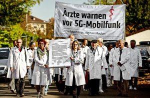 artsen-protesteren-tegen-de-mobiele-5g-communicatie.