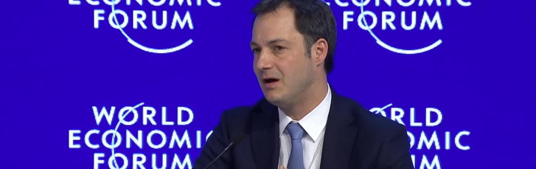 belgische-premier-krijgt-pinokkio-prijs:-'u-bent-kampioen-in-mensen-voorliegen'
