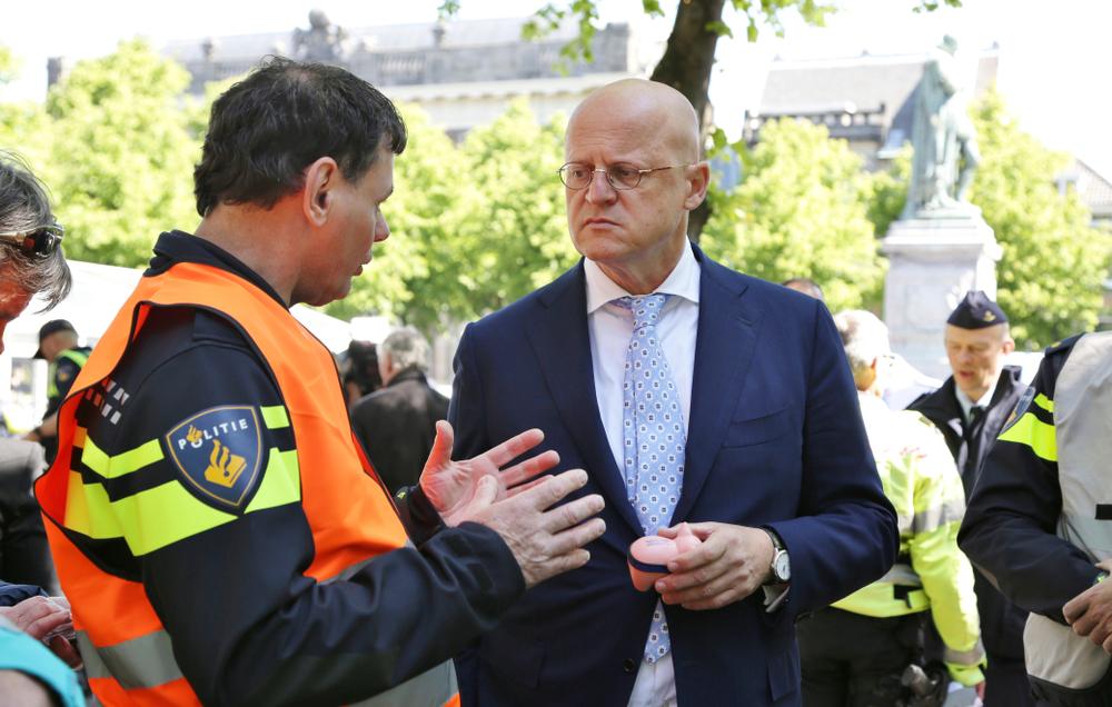 nee-nrc-–-het-gaat-niet-goed-tussen-politie-en-burger…-kijk-eens-op-bpoc.nl-|-stichting-vaccin-vrij