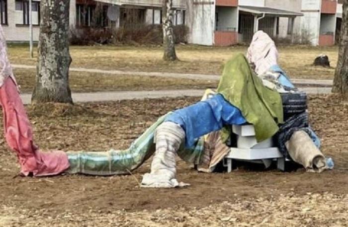 """""""vuilnis-of-bedelkamp?""""-–-de-'kunst'-in-het-zweedse-borlangepark-heeft-twee-miljoen-belastingkronen-gekost-–-dissidentnl"""