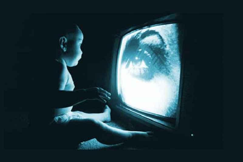 documentaire-onthult-de-alarmerende-waarheid-–-tv-brengt-ons-in-hypnotische-toestand-en-onderdrukt-kritisch-denken-–-frontnieuws