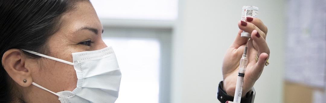 nieuw-rapport:-meer-dan-10.000-volledig-gevaccineerde-patienten-kregen-corona
