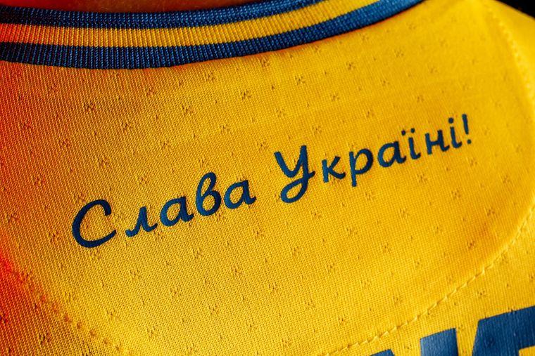 ukraine-tritt-bei-fusball-em-mit-nationalistischem-trikot-an- -anti-spiegel