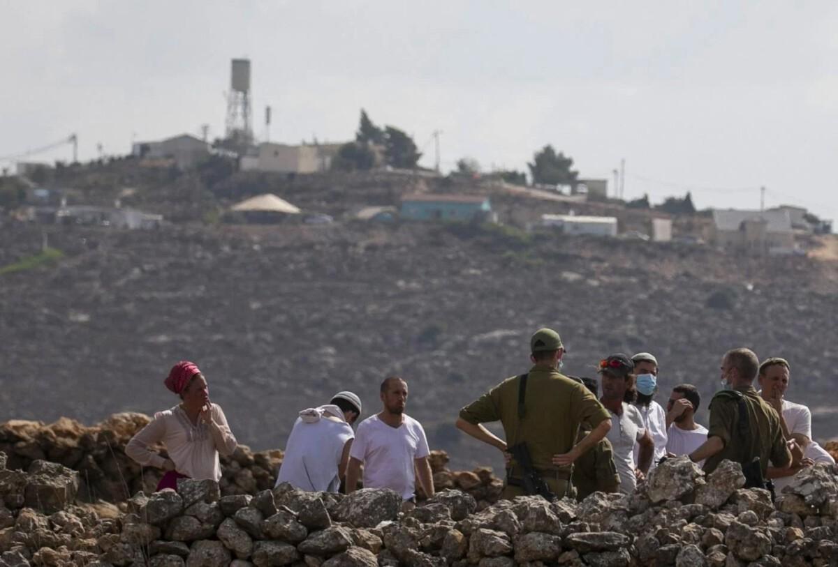 westjordanland:-israelische-soldaten-toten-palastinenser,-der-von-siedlern-angegriffen-wird-von-akram-al-waara-–-sicht-vom-hochblauen