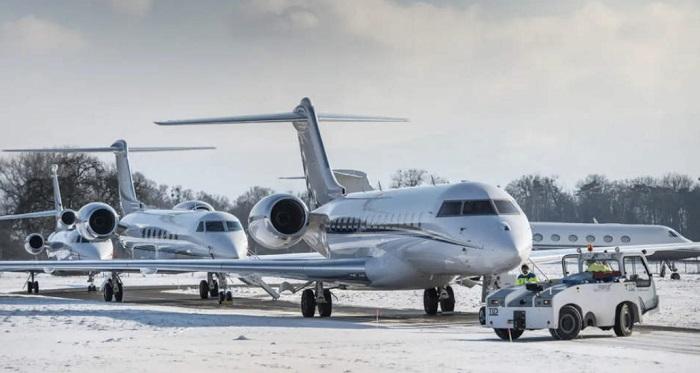 bonussen-voor-grootverdienende-miljardairs:-eu-stelt-privevliegtuigen-vrij-van-kerosinebelasting-–-klaus-schwab-betaalt-niks-–-dissidentnl