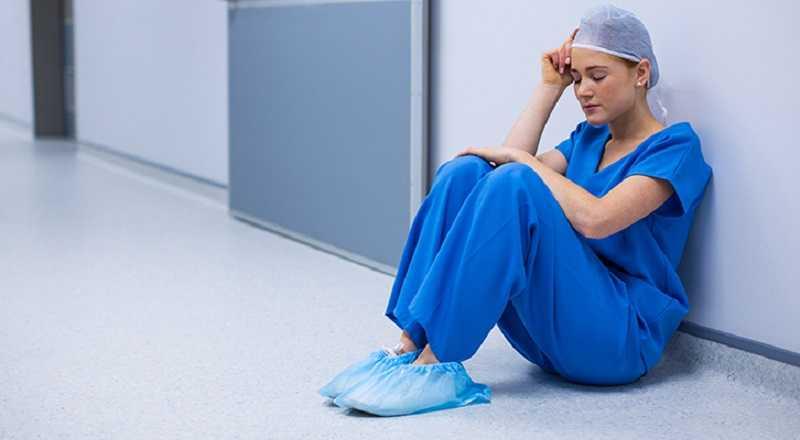 """oostenrijkse-verpleegster-geschokt-door-coronavaccinaties-bijwerkingen:-""""iemand-moet-iets-doen-aan-deze-waanzin!""""-–-frontnieuws"""