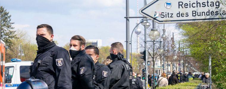 polizei-demonstriert-gegen-frieden,-freiheit-und-demokratie,-berlin-0108.2021