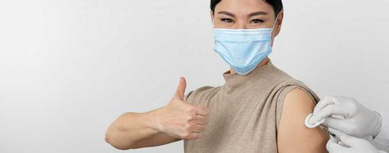 het-vk-ervaart-een-stijging-van-het-aantal-covid-19-sterfgevallen-ondanks-dat-het-zomer-is-en-75%-van-de-volwassenen-gevaccineerd-is,-maar-meer-gevaccineerden-sterven…