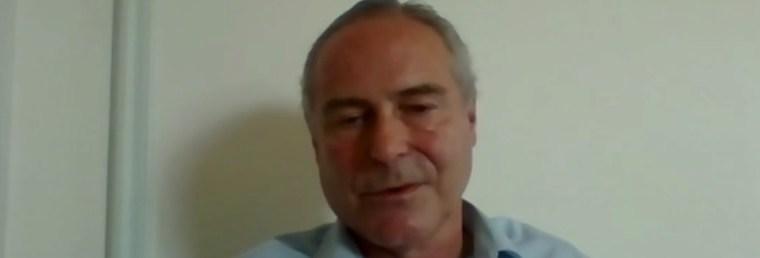 franse-professor:-geprikte-mensen-vormen-gevaar-voor-anderen-en-moeten-in-quarantaine