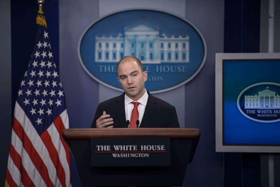 ben-rhodes'-boek-bewijst-leugens-van-obama-ambtenaren,-en-zijn-eigen-leugens,-over-edward-snowden-en-rusland