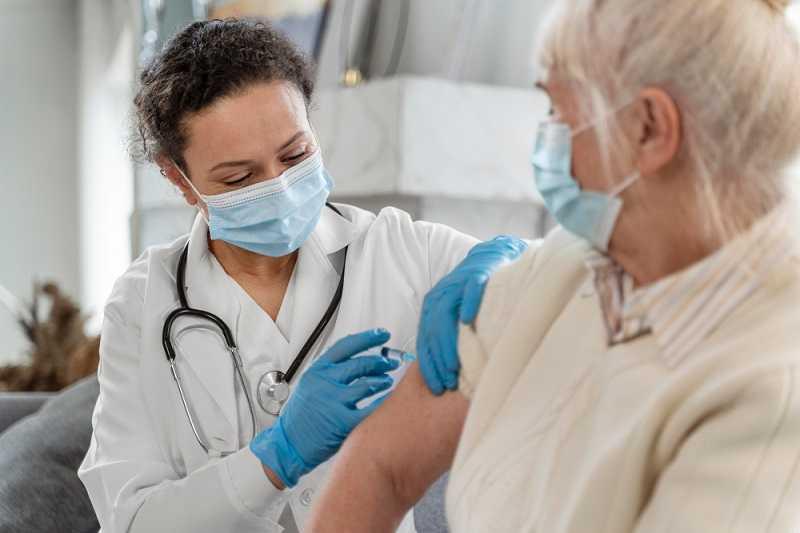 """""""ernstige-problemen"""":-duitse-bejaarden-moeten-worden-gereanimeerd-na-derde-covid-19-vaccinatie"""