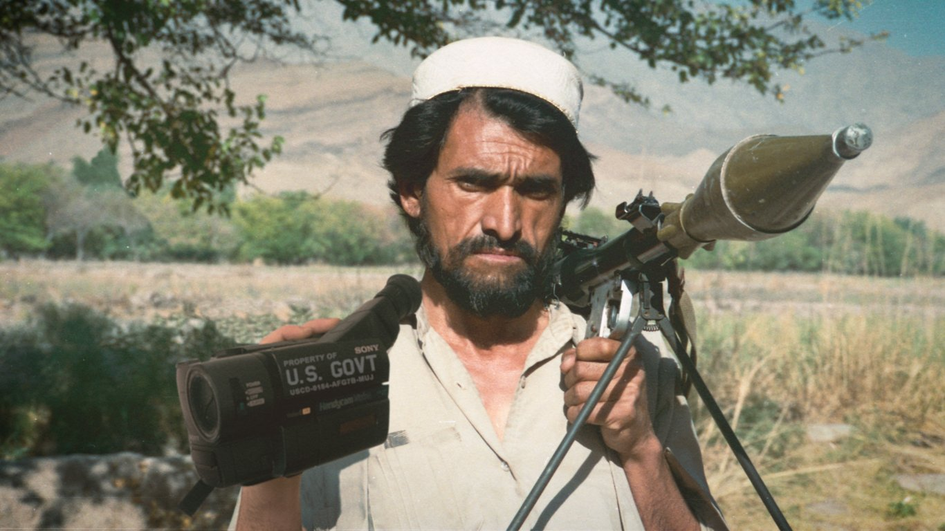 hoe-de-vs-de-afghaanse-mujahideen-trainde-om-oorlogspropaganda-te-maken