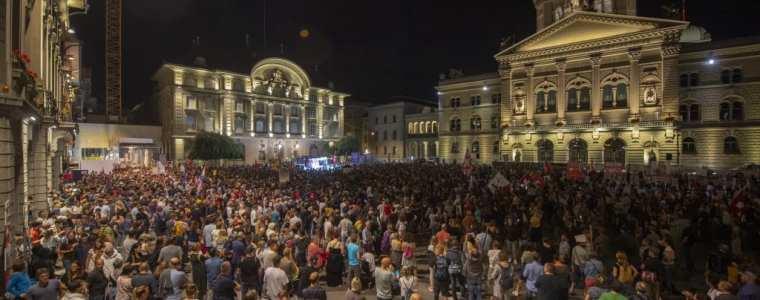 ook-in-zwitserland:-de-media-staan-buitenspel-1000-of-20.000-demonstranten?