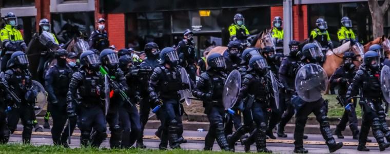 foto's-uit-australie-tonen-aan-dat-het-niet-om-gezondheid-gaat!-een-burgeroorlog-lijkt-niet-langer-uitgesloten