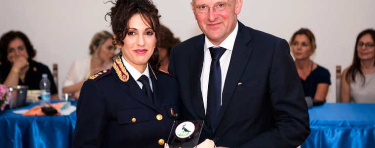 bom-in-italie:-adjunct-commissaris-van-rome-tegen-het-groene-paspoort