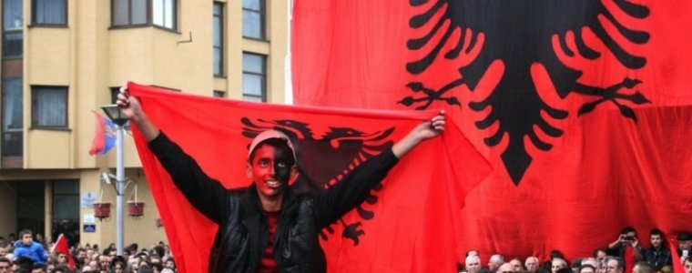 22-jaar-na-waarschuwing-duikt-bedreiging-groot-albanie-op